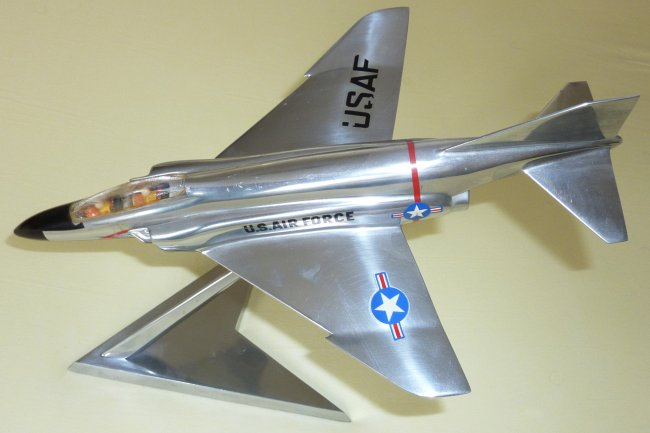 FomAer McDonnel F-4C Phantom II scale model
